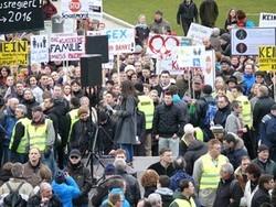 Stuttgart: Protest gegen den Bildungsplan 2015